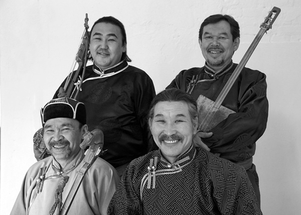 Huun Huur Tu's mysterious throat-singing -- Conversation between Programmer and Musicians